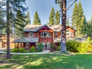 Huge home for 10, hot tub, jetted tub, and game room!, Truckee