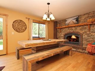 Snow Creek - Spa! Horseshoes! BBQ! Pool Table!, Big Bear Lake