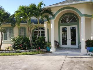 Fablous 4 bedroom single family home by the water, Port Saint Lucie
