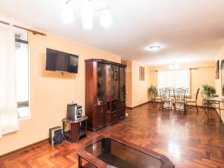 EXCLUSIVE APARTMENT 2 BLOCKS FROM LARCOMAR, Lima