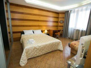 Apartment with jacuzzi at metro 1905 goda, Moscow