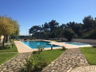 Superb sea front position, pool and sports courts, Cascais