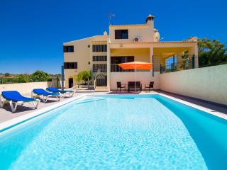 Big Villa with Heated pool, WIFI and Air con., Albufeira