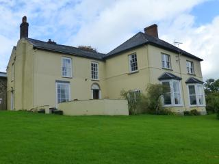 Large Country House with stunning views, Welsh Newton