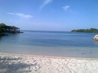 Turquoise Sands,on the beach, ocean view, wifi, Negril