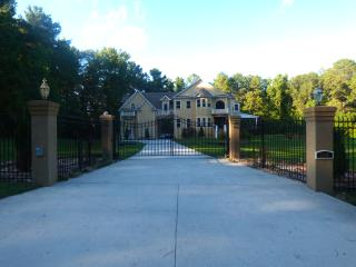 Luxurious Gated House in a quite neighborhood, Stone Mountain