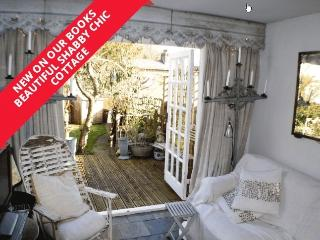 Shabby Chic Cottage at Pwllheli ideal for Sailing!