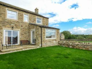 JESS COTTAGE, stone-built, open fire, countryside views, next to canal, near Skipton, Ref 913341