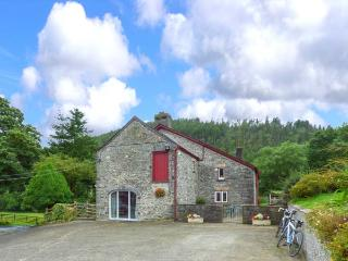 CRUD-Y-BARCUD, character cottage, on working livestock farm, walks and cycle routes from doorstep, near Lampeter, Ref 914966, Caio