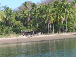 BEACHFRONT CABINS - PRIVATE SANDY BEACH- LOW PRICE, Paquera