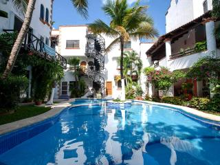 Well situated 1-bdr condo, 1,5 block from Mamitas!