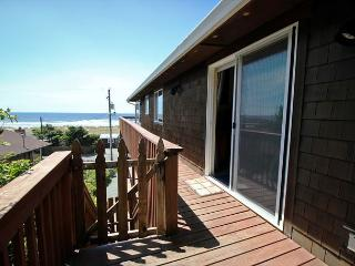MANZANITA MAGIC~Upper~Walkable to the park, town and across from the beach!!, Manzanita