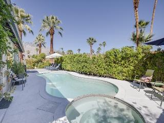Take a Mountain-View Swim! – 3BR Palm Springs Retreat for 6