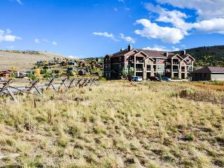 Penthouse mountain lodging at the gates of Granby Ranch!