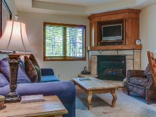 Cozy condo with ski in/ski out access & resort amenities!, Breckenridge