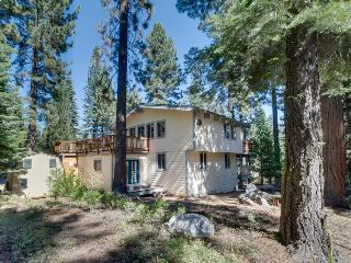 Spacious home with beautiful woodwork; peeks at the lake!, Tahoe City