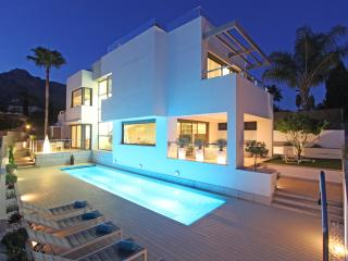 LUXURY CONTEMPORARY VILLA WITH 360 VIEW TERRACE, Marbella