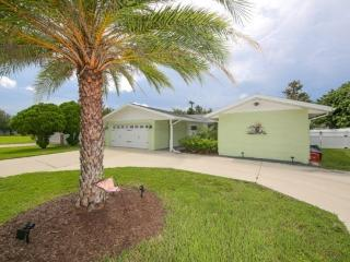 Centrally Located Pool Home 3 bed 2 bath, Venice