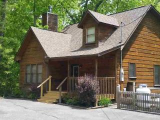 Rustic Elegant Serene Mountain Location 2 BR Cabin, Gatlinburg