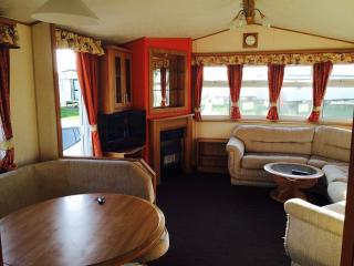 Spacious 37x12 8 berth silver+ caravan with GCH, Carrossage