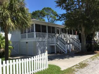 Totally refurbished, fourth home from the beach!, Isla de Tybee