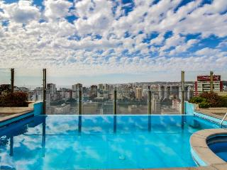 Luxurious condo with shared pool, hot tub, fitness center!, Vina del Mar