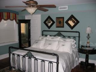 2BR 2BA - Wedding Cake Garden Suite (sleeps max 6), Savannah