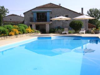 Quercy-style Stone Barn with Private Pool for 14, Penne d'Agenais