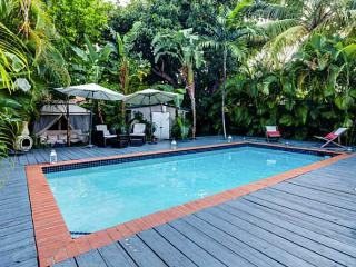 3 Bedroom Villa w/ Pool - Hot Tub 10 mins to Beach, Miami
