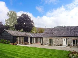 YSGUBOR CELYN MEGAN'S, detached, family-friendly cottage, two woodburners, in Chirk, Ref 19081
