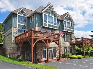 Stylish & Luxurious 4 Bedroom townhome just minutes from all lake activities!, McHenry