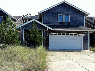 Newer 4 bedroom, WIFI, PET OK. Beach is so close!, Pacific City