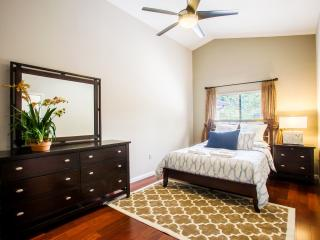 HOME IN THE HEART OF ORLANDO. LIVE LIKE A LOCAL, Orlando
