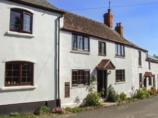 BRONTE OWL COTTAGE, woodburner, WiFi, wet room, pets welcome, Ref. 26230, Lea