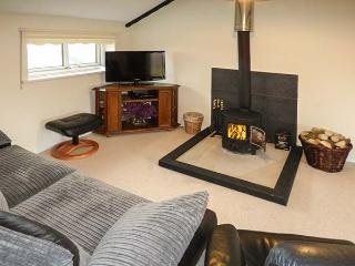 GRAMPS'S, first floor apartment, woodburner, WiFi, open plan living area, near Grindleford, Ref 927383