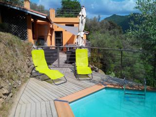 Landhouse with pool in the middle of nowhere!, Isolabona