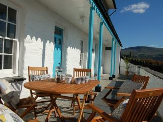 Goronwy Family Holiday Cottage on The Rock, Barmouth