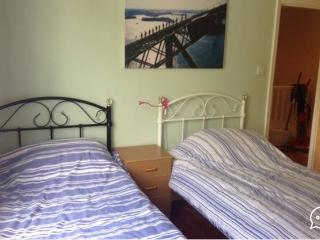 Twin room in family house in Brighton & Hove