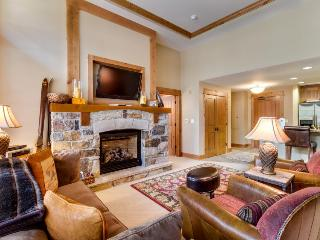Ski-in/ski-out condo for six, with shared hot tub/pool!, Truckee