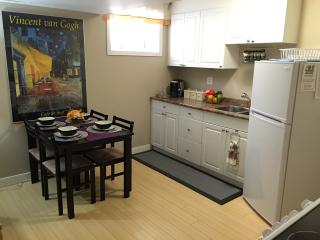 Lovely 2BR Suite Close to Airport, Calgary