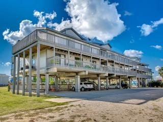 Gorgeous Remodeled West Beach Ocean & Lagoon Condo, Gulf Shores