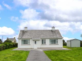 OCEAN VIEW, detached, open fire, private garden,near Ballinskelligs, Ref 928159