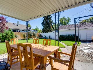 Spacious pet-friendly home w/fenced yard & central location, Boise