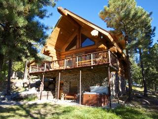 Bear Foot Lodge is an amazing luxurious 3 bedroom log home in Upper Canyon., Ruidoso