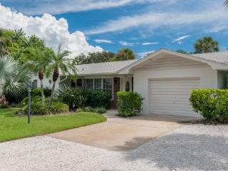 Hals Haven With Pool- 205 70th St, Holmes Beach
