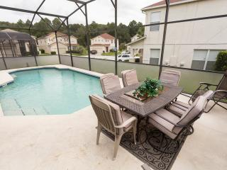 Wishful Dreams-4 bed pool home with Theater Room!, Davenport