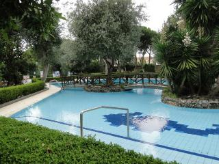 Top floor apartment with sea view and pool, Sorrento