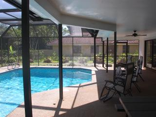 NAPLES POOL HOME 4 miles to BEACH and DOWNTOWN, Naples