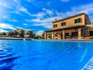 Chalet with private pool located in Es Llombards
