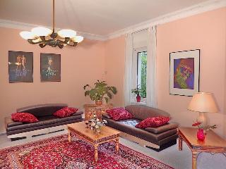3 bedroom Luxury App 90 m2 terrace 10 min to Alex, Berlino